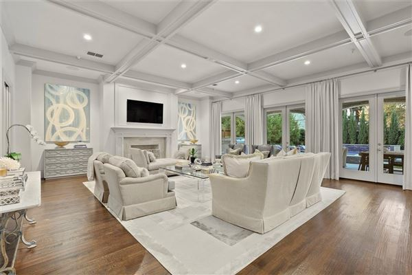 Mansions pristine home offering the best in luxury living