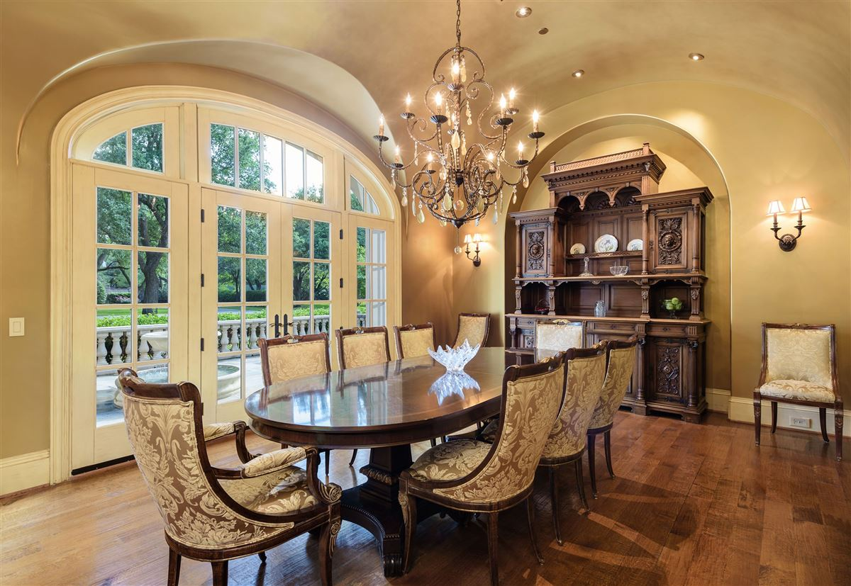 Luxury homes Country French Manor in Lobello Estates