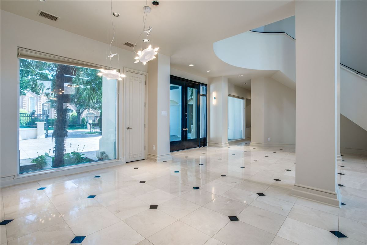 Luxury properties Contemporary Modern in beautiful gated Oakdale