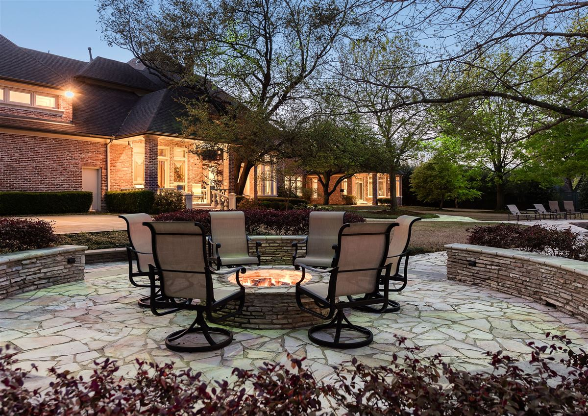 Luxury homes gorgeous gated two-acre property