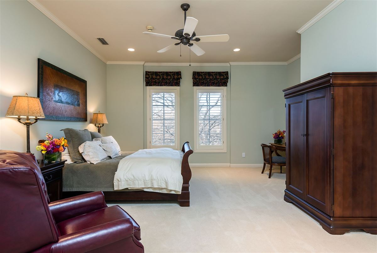 Mansions gorgeous gated two-acre property