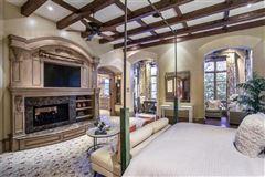 elegance and comfort in coveted Los Arboles luxury properties