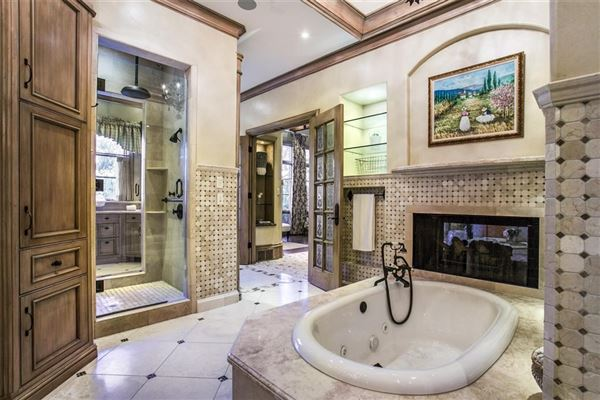 elegance and comfort in coveted Los Arboles luxury homes