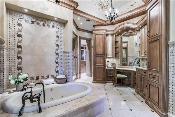 Luxury real estate elegance and comfort in coveted Los Arboles