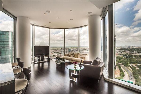 Luxury homes expansive views of beautiful sunsets