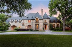 Luxury properties impressive residence in quiet Lobello Estates