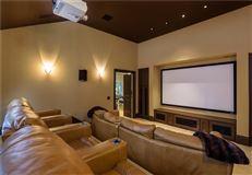Luxury homes impressive residence in quiet Lobello Estates