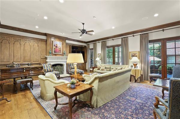 stately Highland Park residence on exclusive Stratford Ave luxury real estate