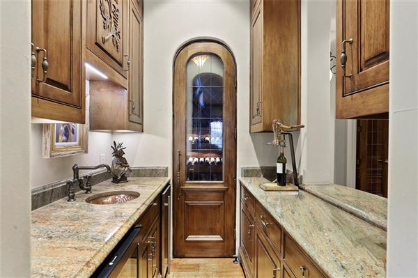 stately Highland Park residence on exclusive Stratford Ave luxury properties