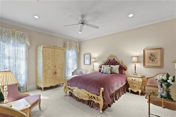 Luxury homes in stately Highland Park residence on exclusive Stratford Ave