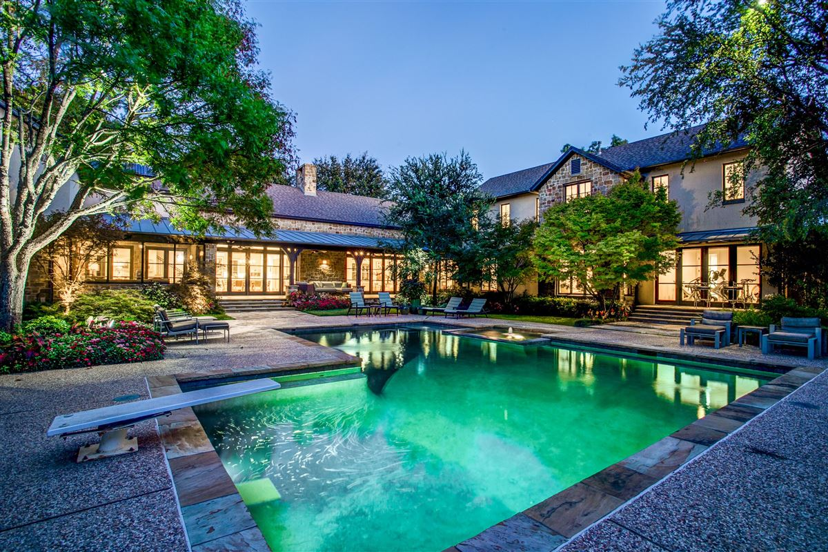Beautiful home with a spectacular pool and back yard mansions