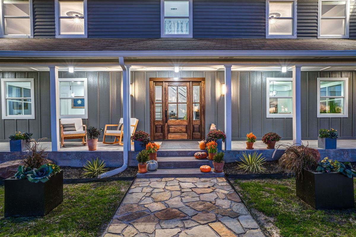 Luxury homes Contemporary farmhouse in Sunnyvale awaits you
