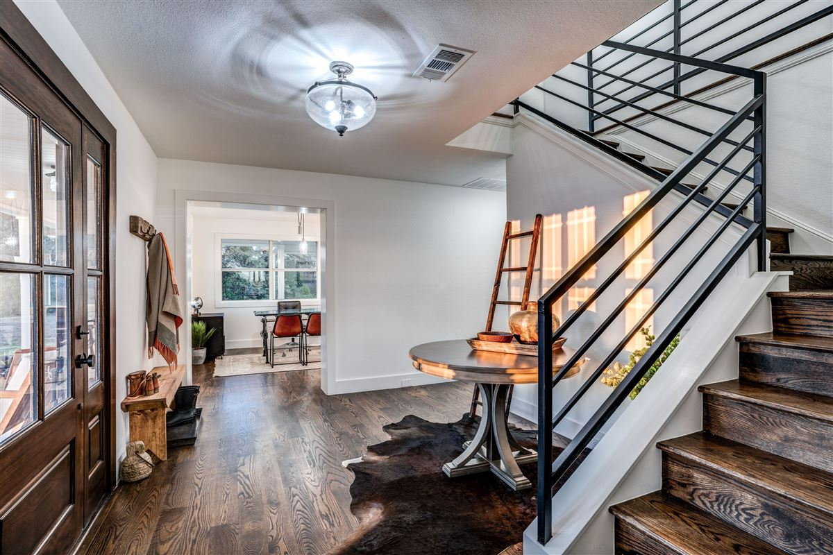 Luxury real estate Contemporary farmhouse in Sunnyvale awaits you