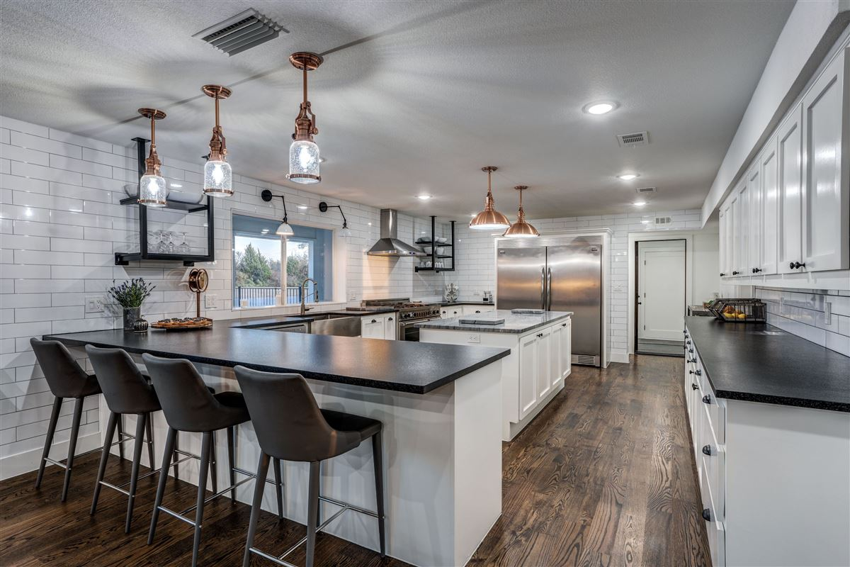 Contemporary farmhouse in Sunnyvale awaits you luxury properties