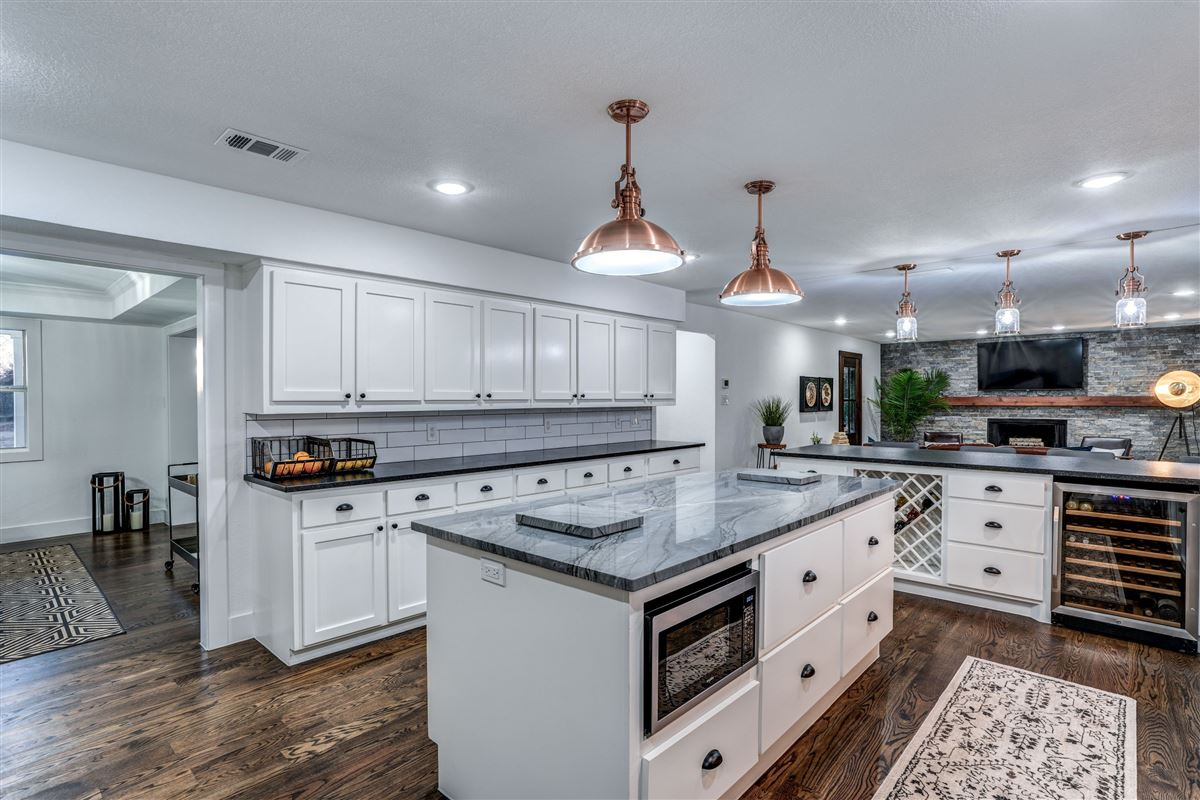Mansions Contemporary farmhouse in Sunnyvale awaits you