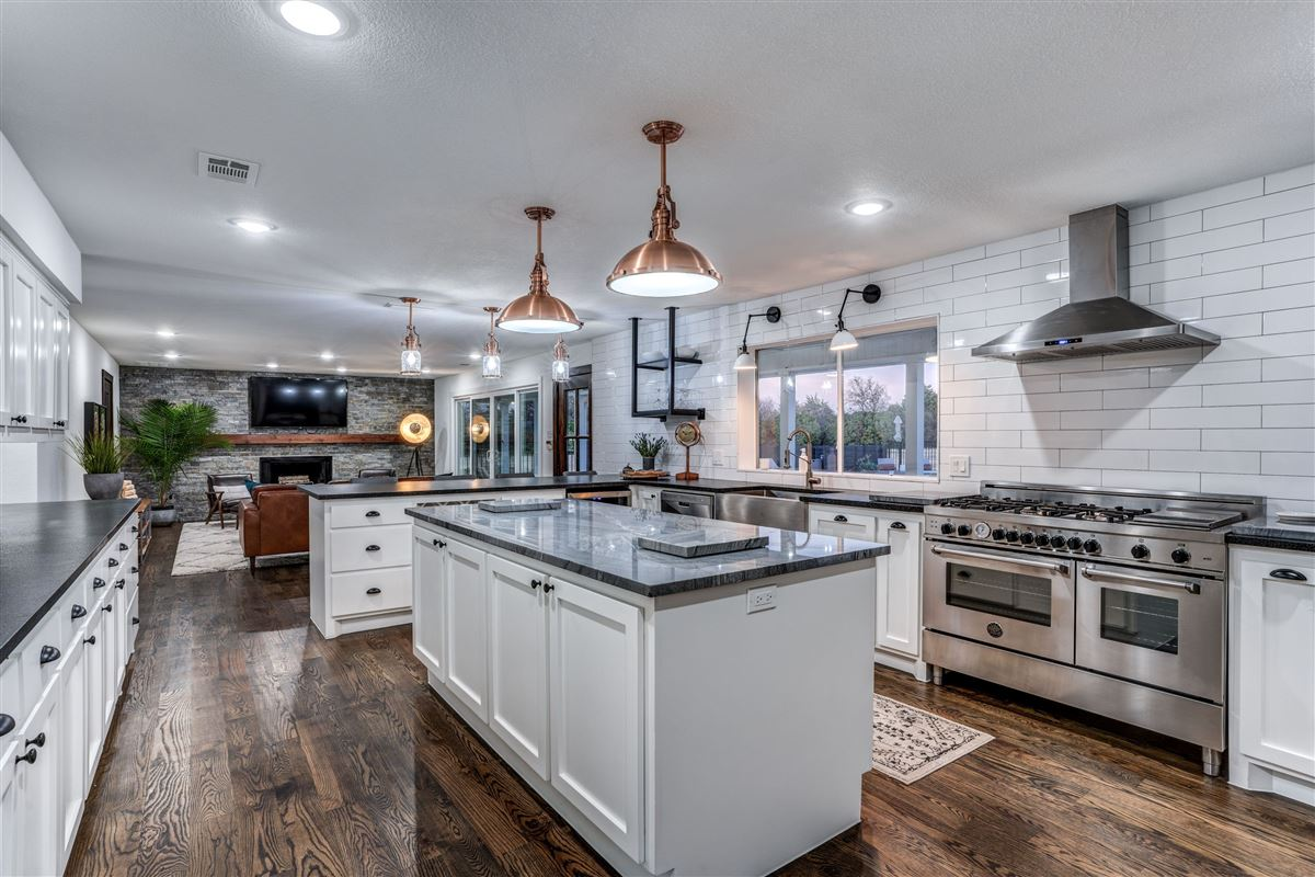 Contemporary farmhouse in Sunnyvale awaits you mansions