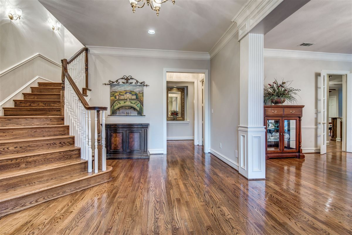 Luxury homes Spacious home in Farmers Branch
