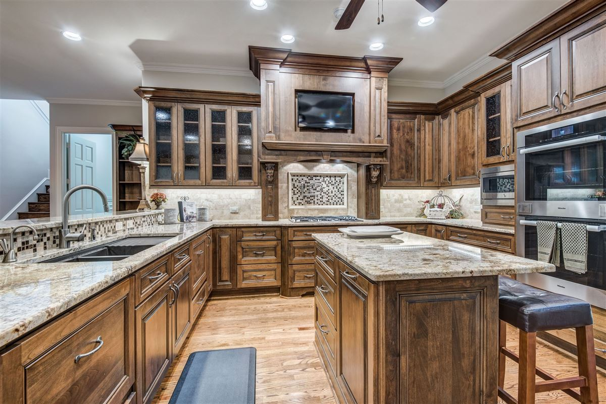 Spacious home in Farmers Branch mansions