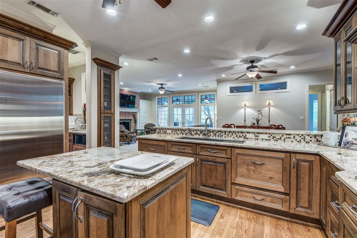 Mansions in Spacious home in Farmers Branch