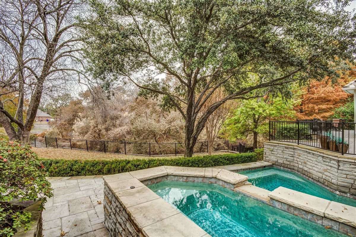 Spacious home in Farmers Branch luxury homes