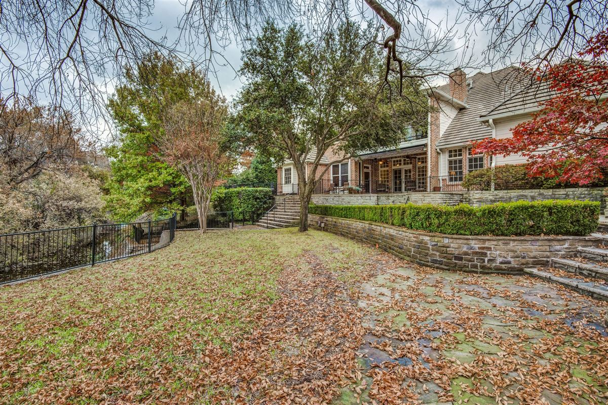 Spacious home in Farmers Branch luxury real estate