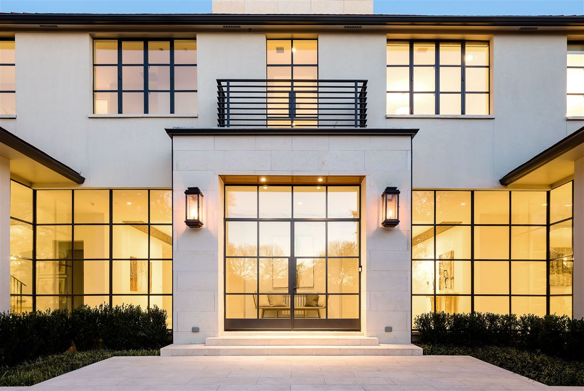 Luxury homes the utmost in luxury living