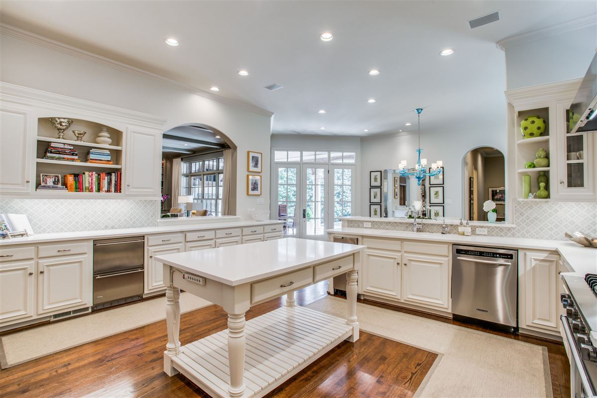Stunning home just east of Dallas Country Club luxury properties