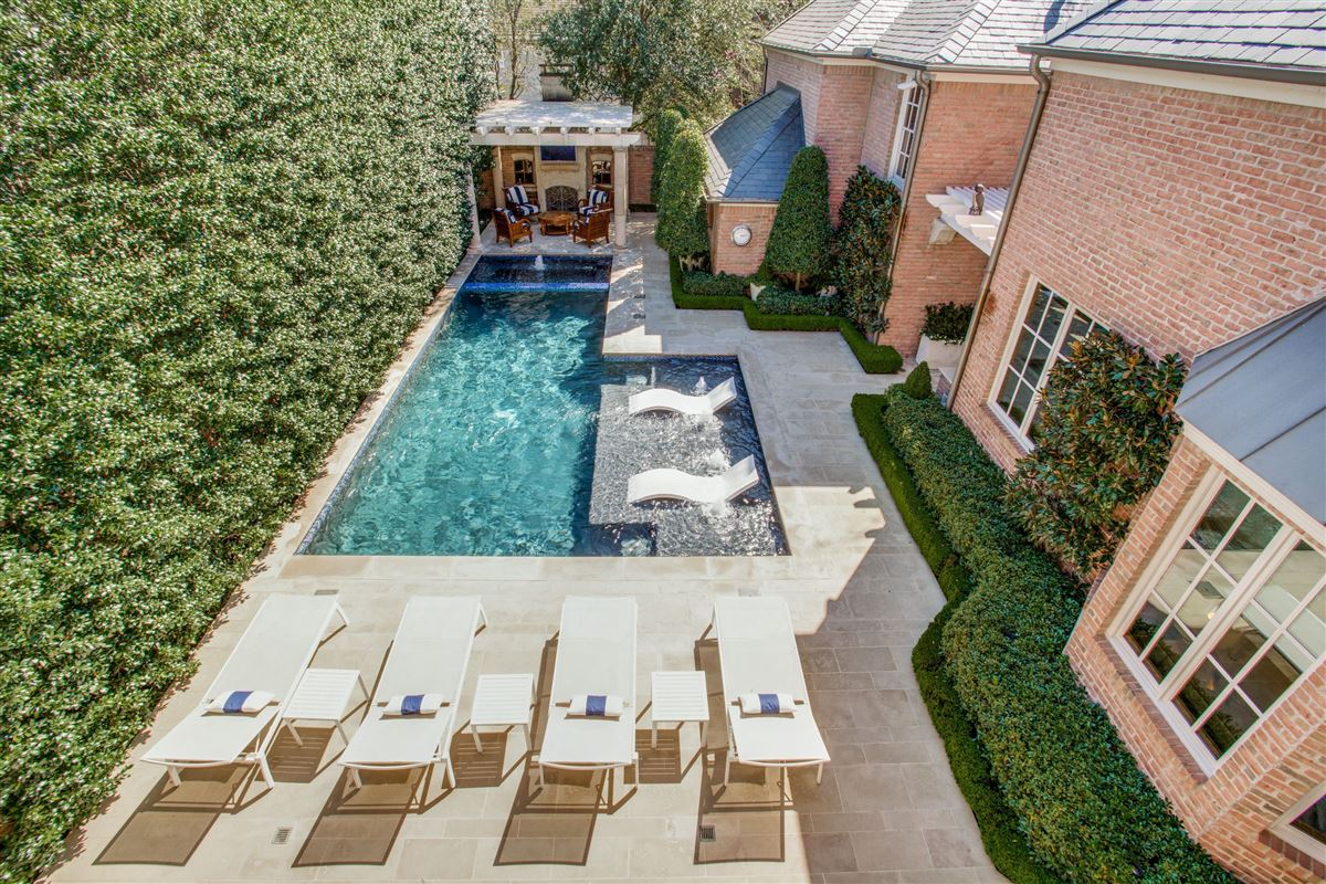 Stunning home just east of Dallas Country Club luxury real estate