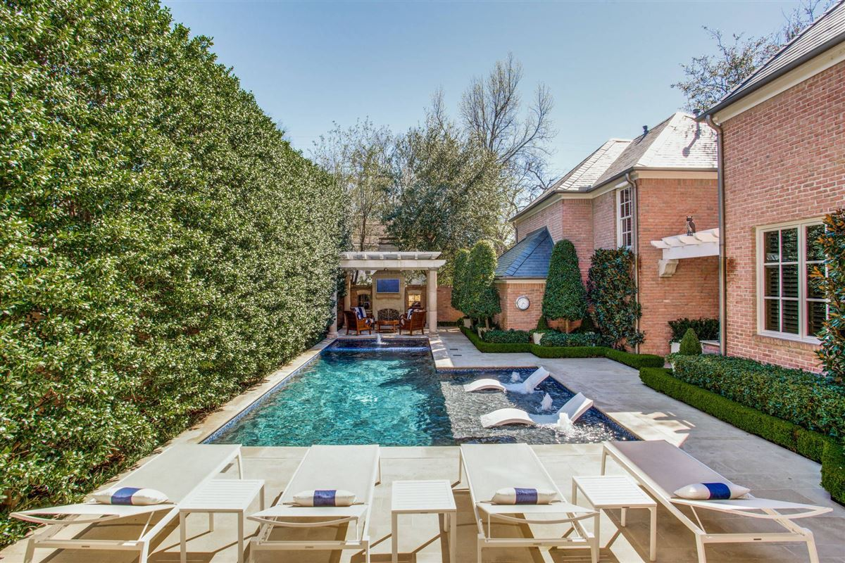 Luxury homes Stunning home just east of Dallas Country Club