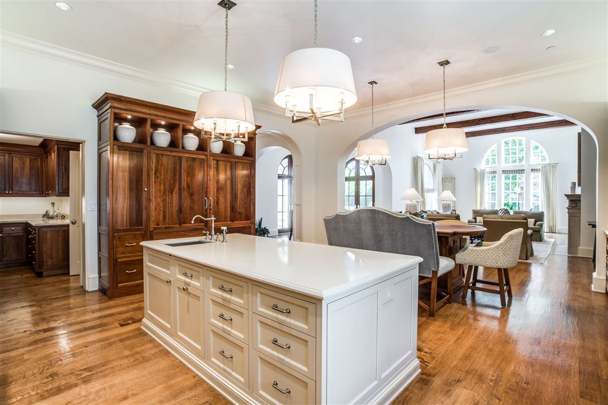 Mansions gated elegant two acre estate