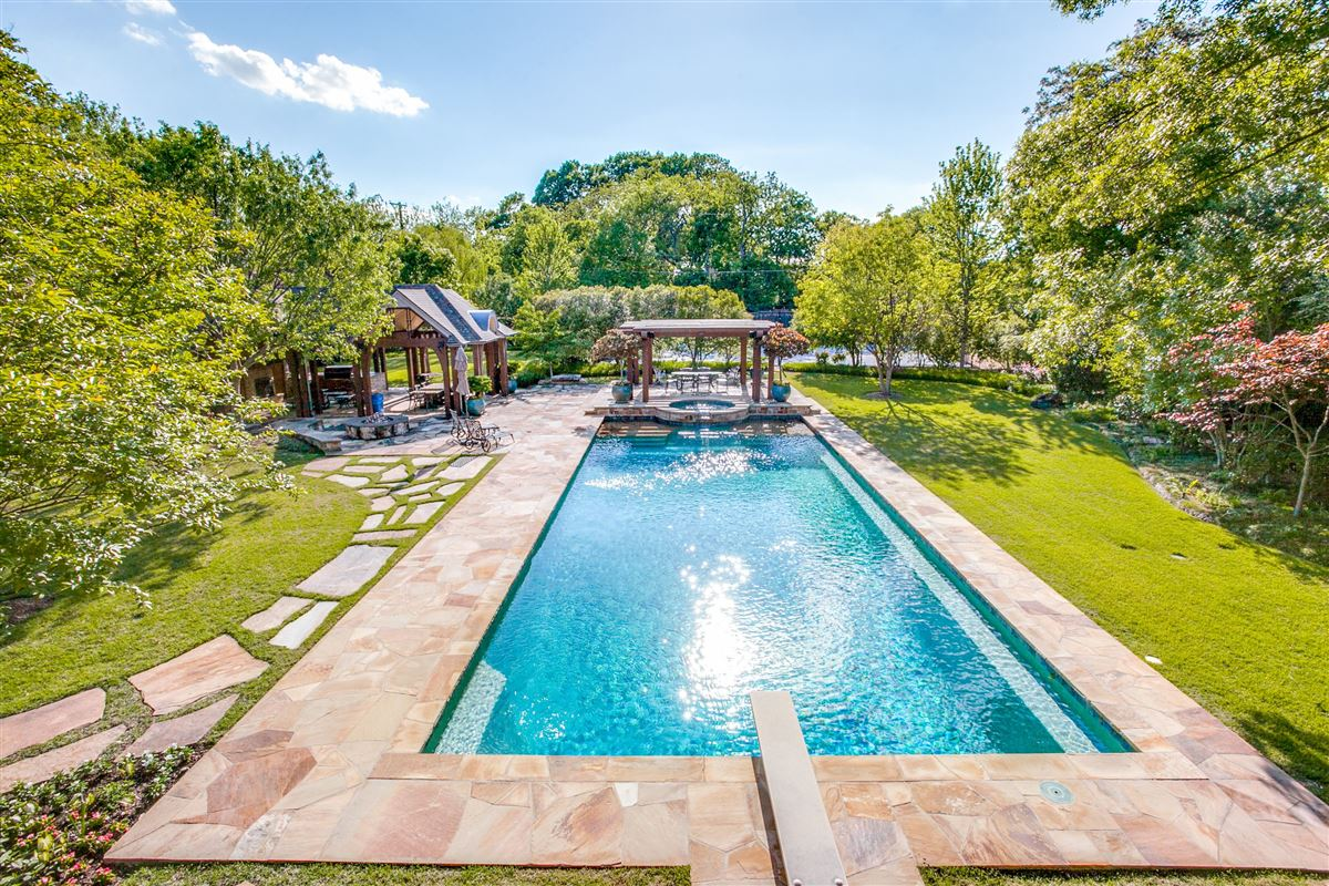 Luxury homes in Beautiful secluded home in Mayflower Estates