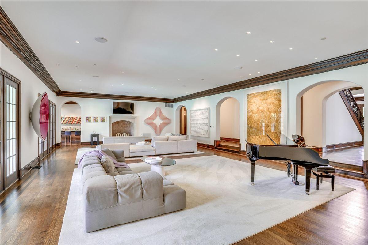 Luxury properties stately home in prestigious area