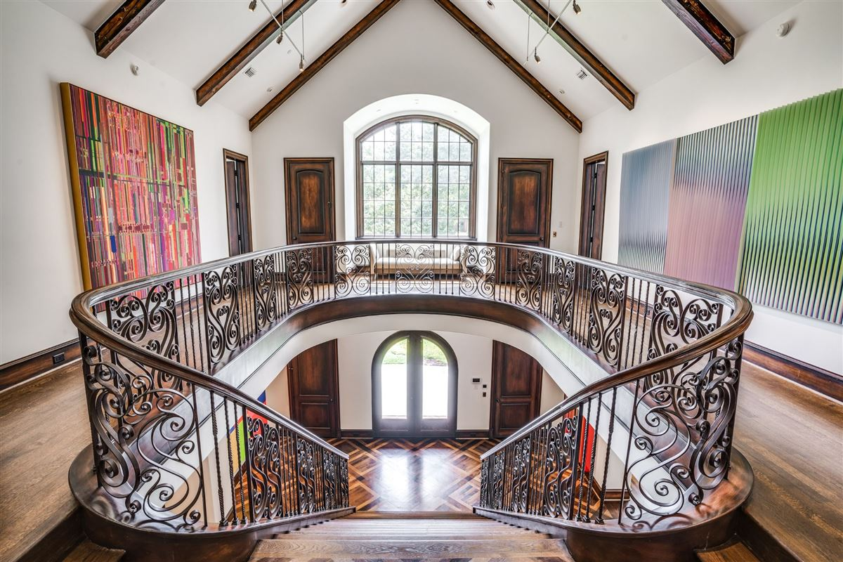 stately home in prestigious area mansions