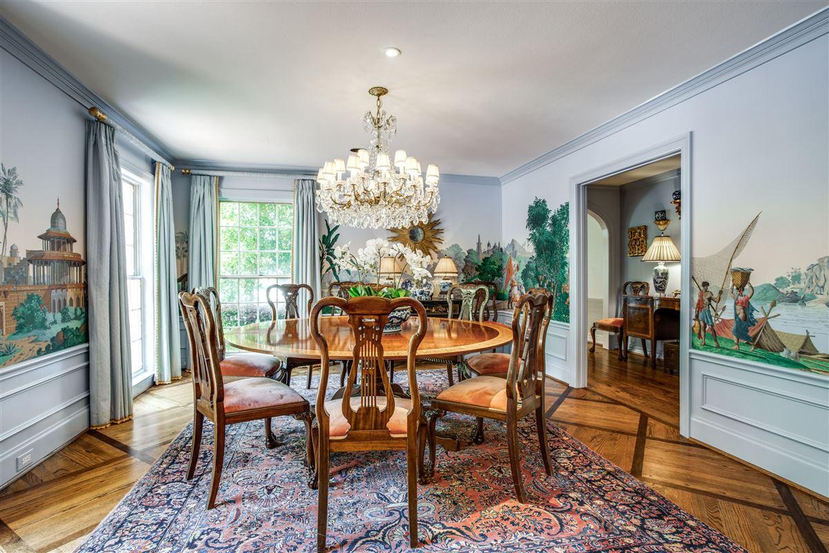 Mansions Classic Colonial in Volk Estates