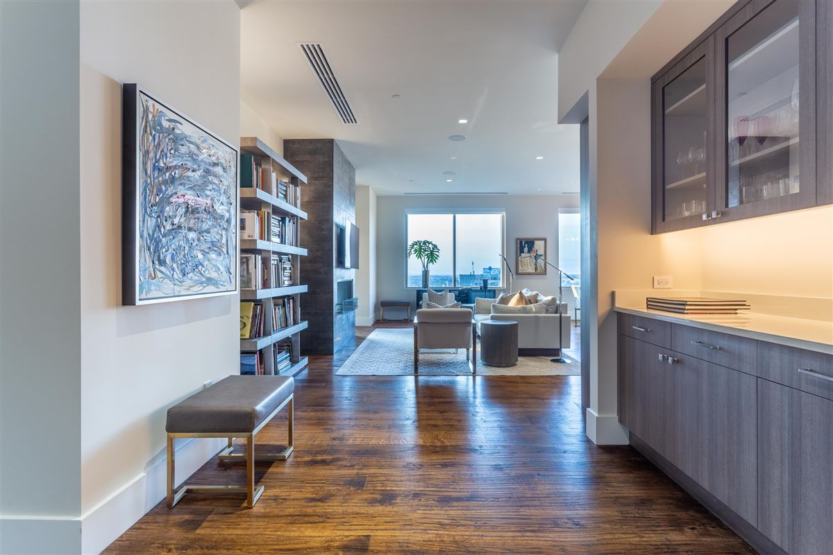 Luxury homes Gorgeous Stoneleigh home with hotel amenities