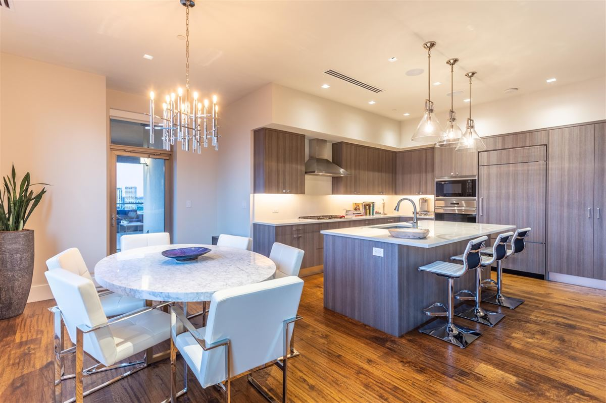 Gorgeous Stoneleigh home with hotel amenities luxury properties