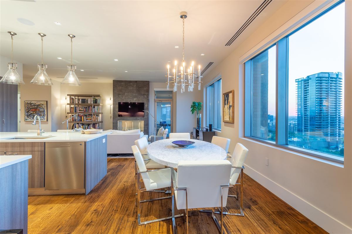 Mansions Gorgeous Stoneleigh home with hotel amenities