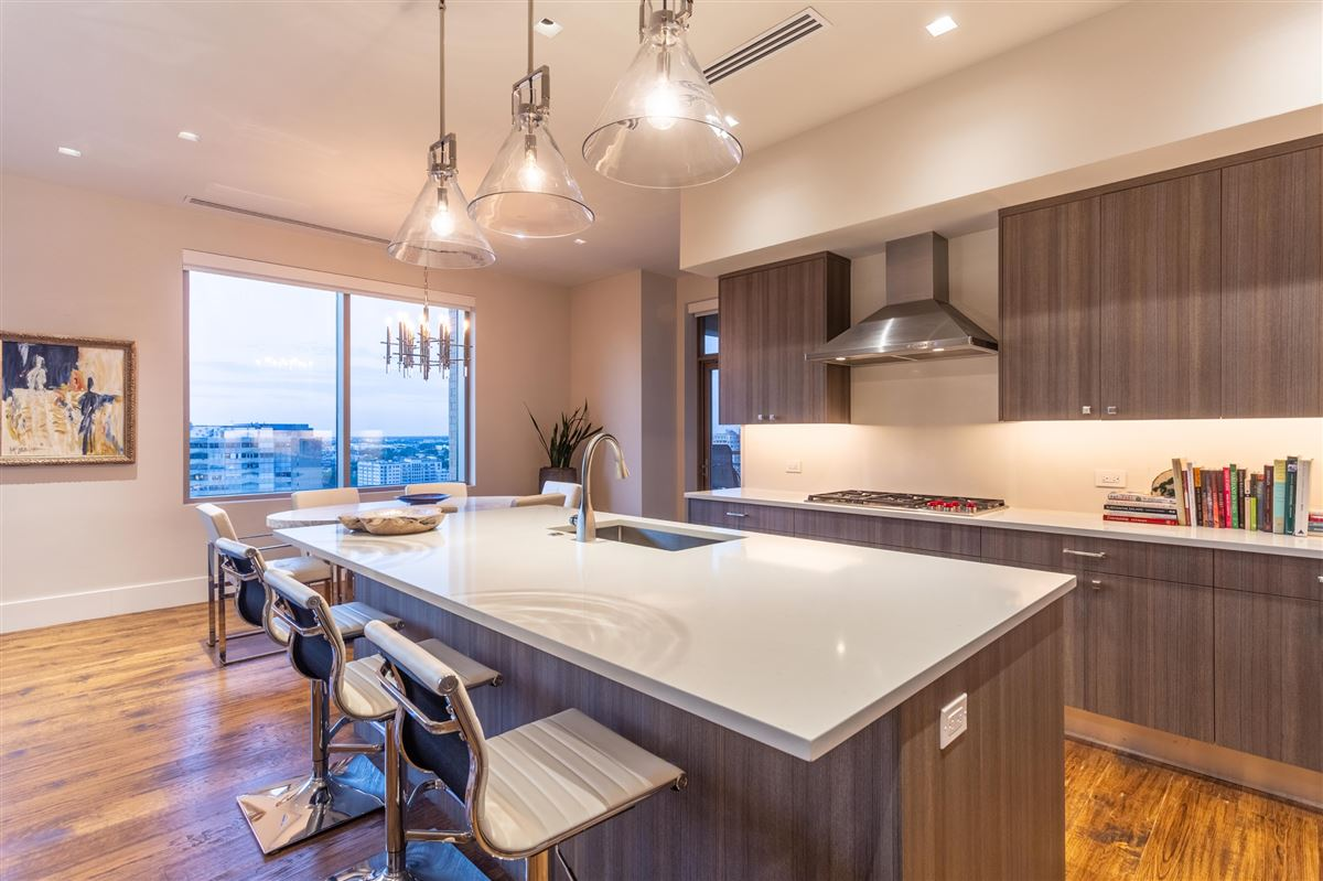 Luxury homes in Gorgeous Stoneleigh home with hotel amenities