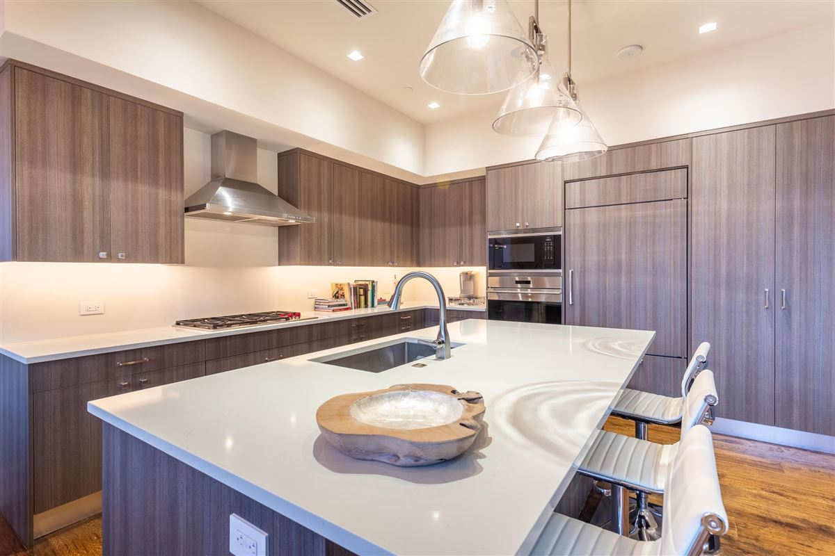 Mansions in Gorgeous Stoneleigh home with hotel amenities