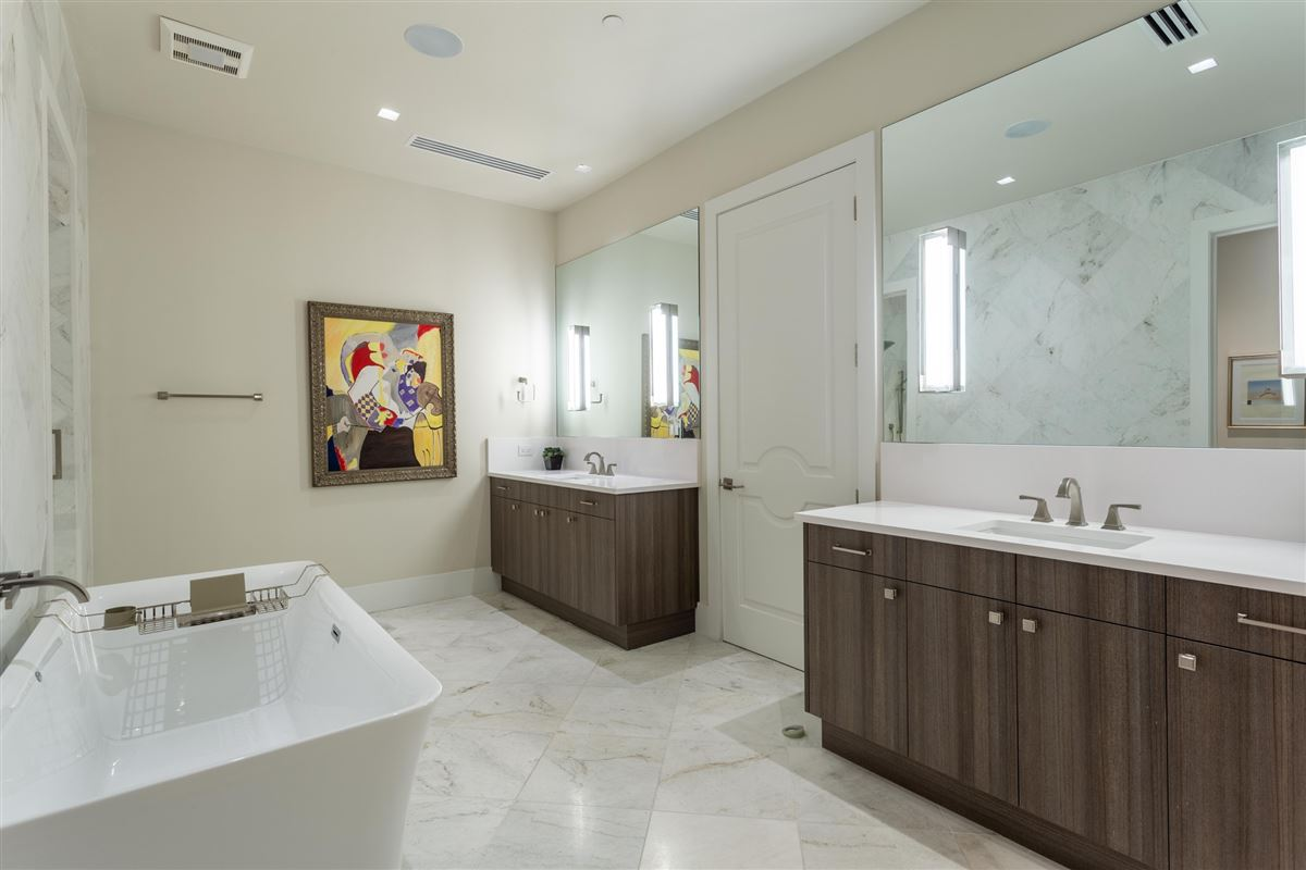 Gorgeous Stoneleigh home with hotel amenities luxury homes