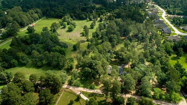 Luxury homes in nearly 15 acres of beautiful land