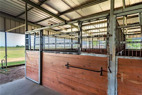 fabulous turnkey equestrian facility luxury properties