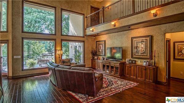Luxury homes Luxurious Lake McQueeney home