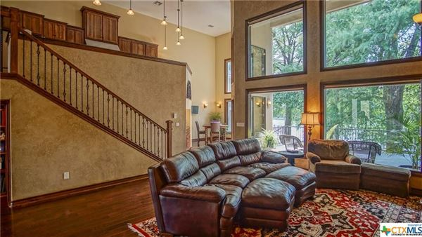 Luxury real estate Luxurious Lake McQueeney home