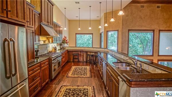 Mansions in Luxurious Lake McQueeney home