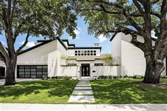 Luxury real estate This dramatic home is located in close-in Oak Estates