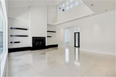 Luxury homes in This dramatic home is located in close-in Oak Estates