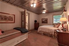 ICONIC TEXAS FARMHOUSE luxury properties