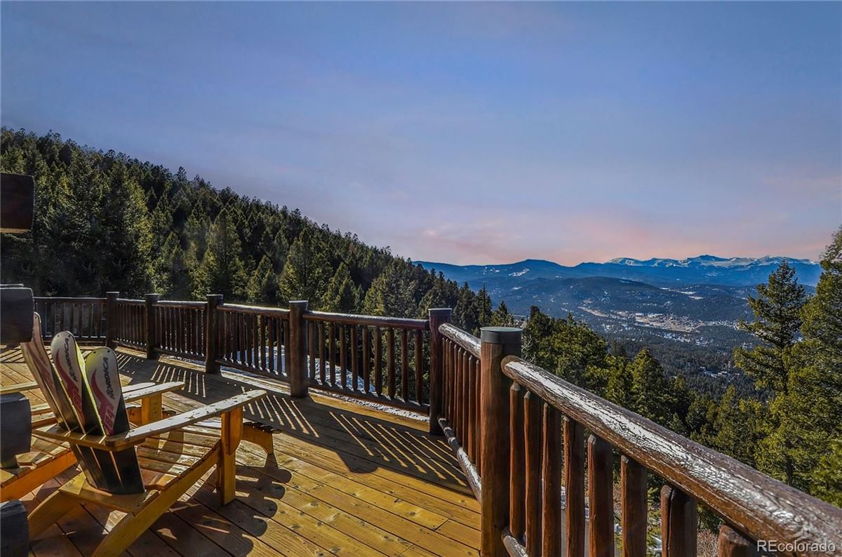 Custom Log Home with Jaw-Dropping Views luxury homes