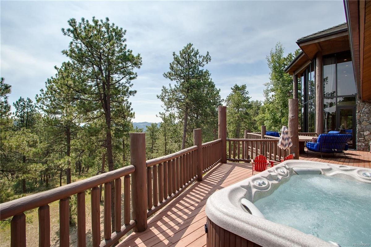 An unforgettable property in evergreen luxury homes